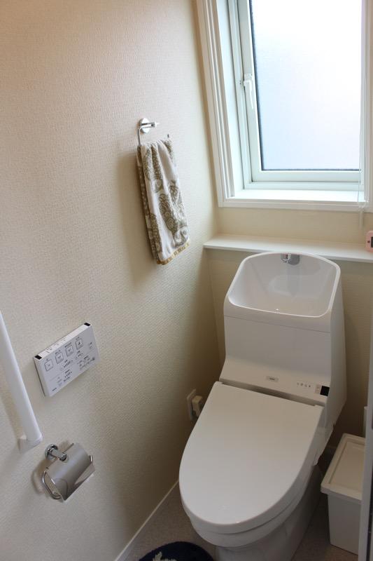 2階トイレ_背面カウンター