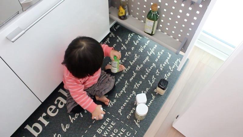 子どもいたずら_キッチン収納1