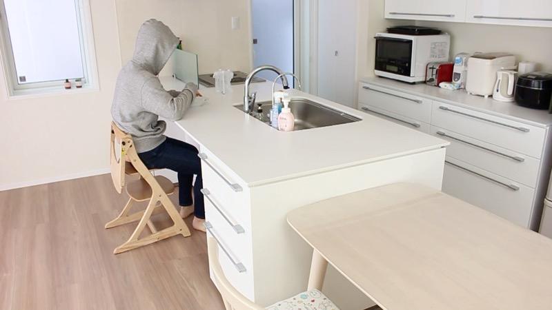 キッチンカウンターと椅子