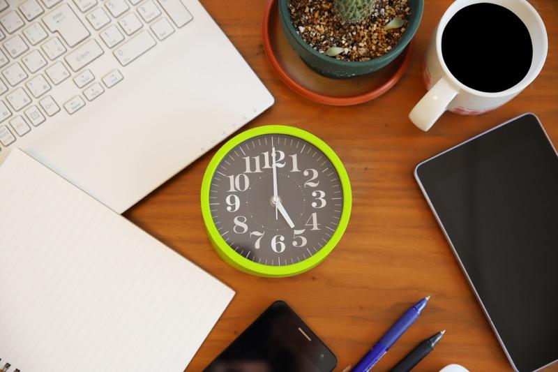 パソコンと時間_イメージ