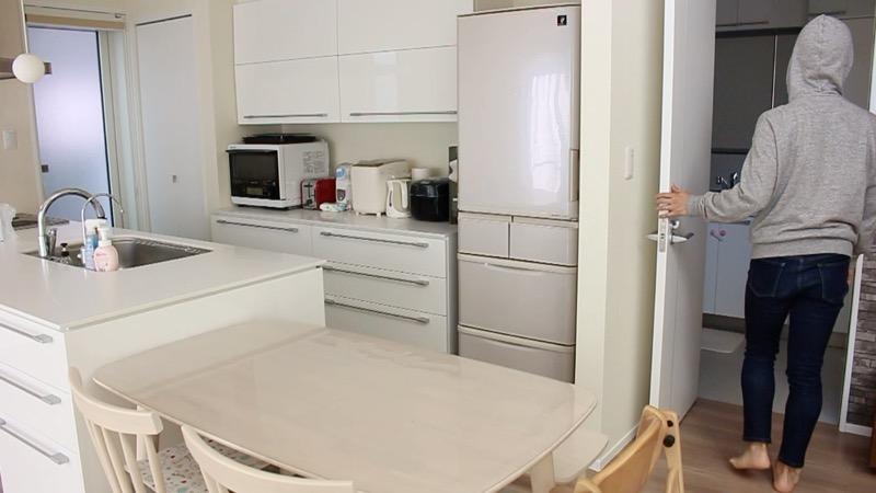 横並びダイニングとキッチンの動線と洗面所