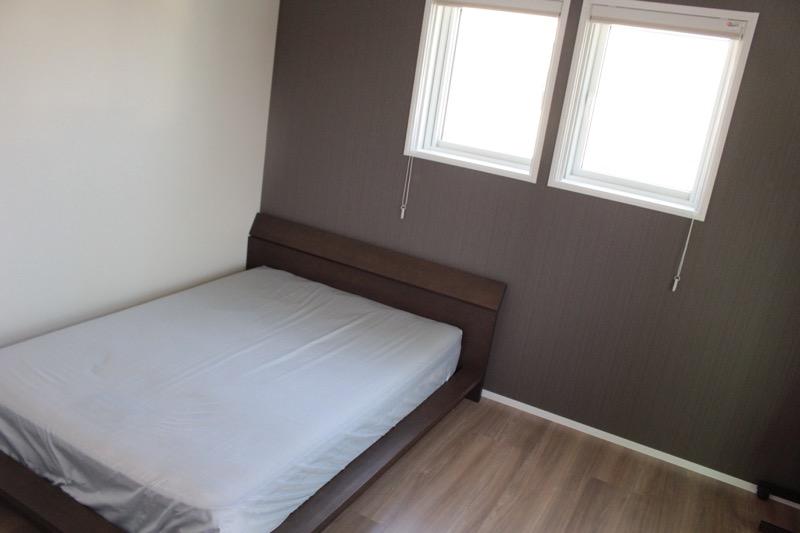 主寝室とベッド