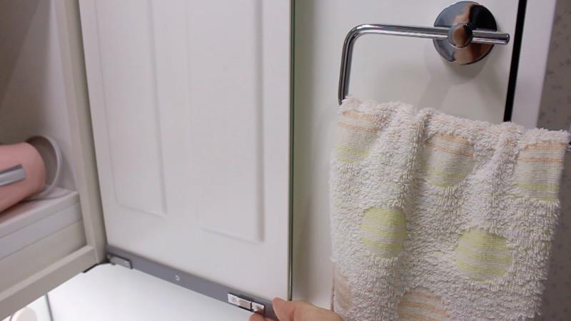 洗面台収納_タオル_収納扉とぶつからない