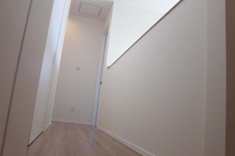 2階廊下_腰壁手摺