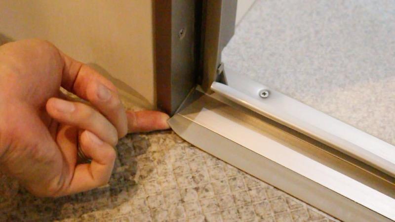 風呂_ドア下のカバー