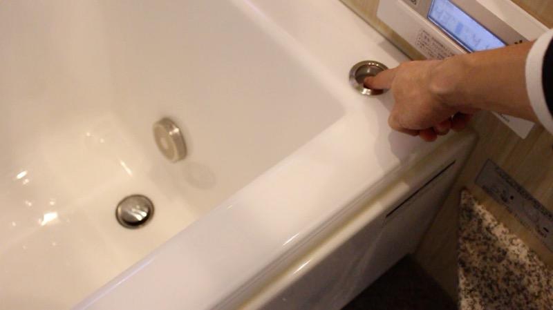 風呂_栓の開閉ボタン
