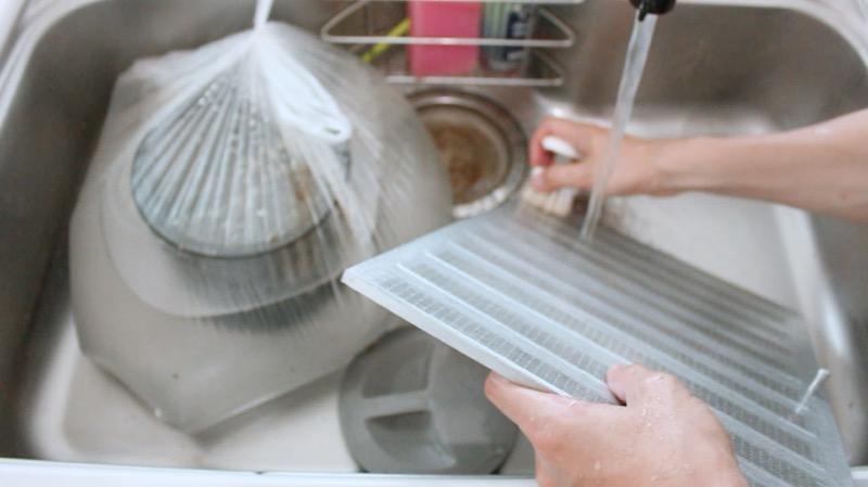 レンジフード_フィルター_オキシ漬け後手洗い