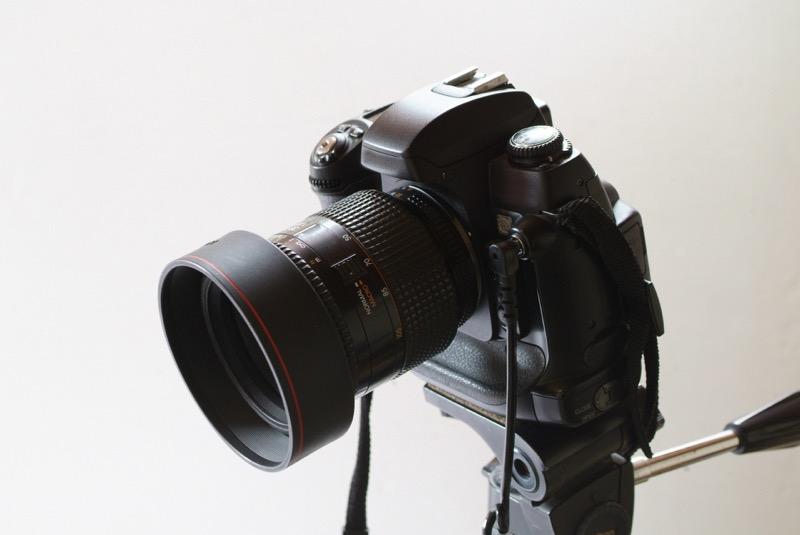 三脚の上のカメラ