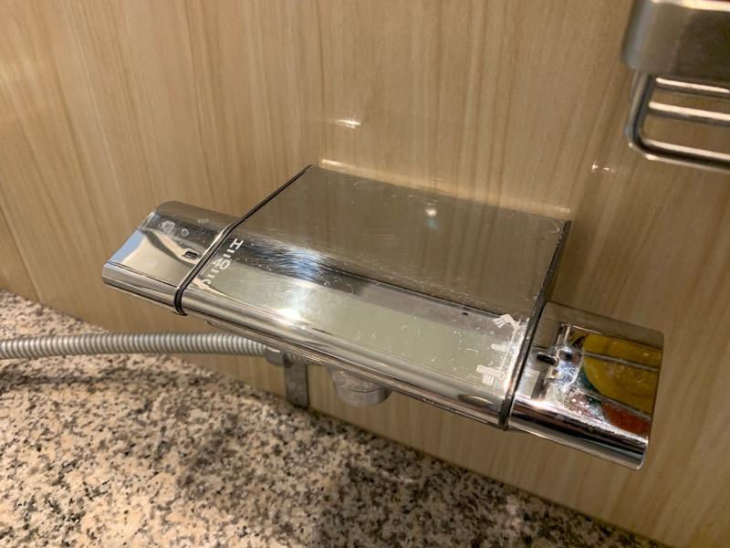 シャワーハンドルの細かい傷1