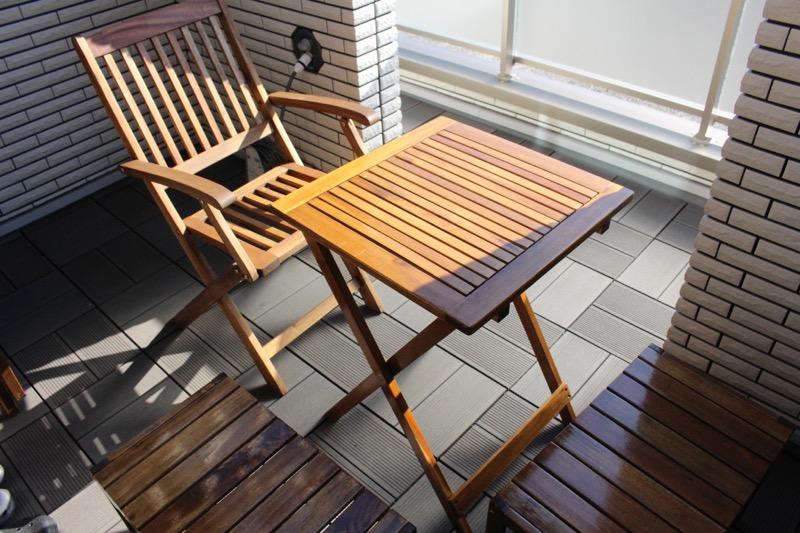 ルーフガーデン_テーブルと椅子とベンチ_上から