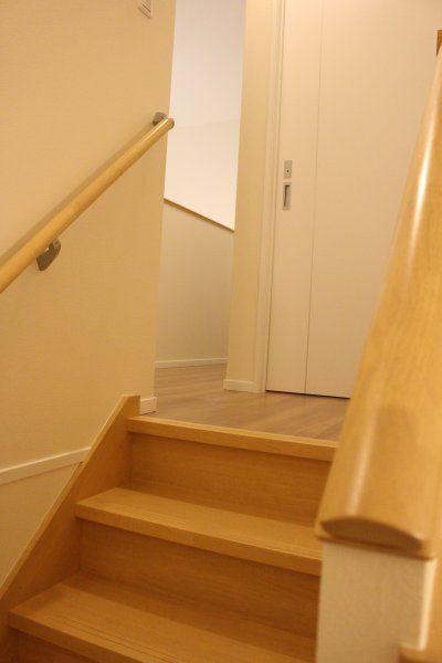 階段とフローリングの色_2