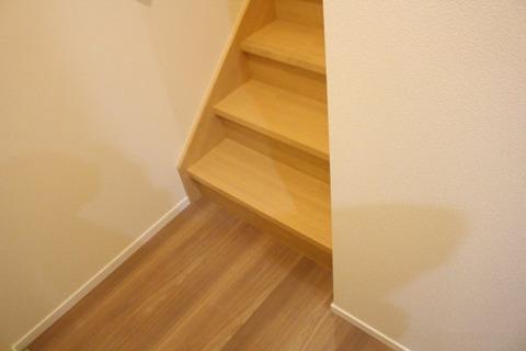 階段とフローリングの色_1