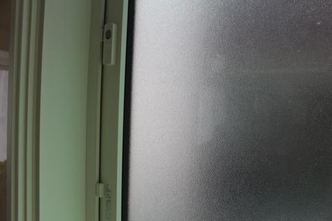 勝手口の窓_2