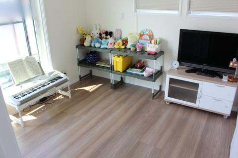 建具・フローリングの色_子ども部屋